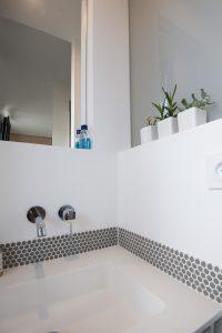 Lavabo avec robinet encastré