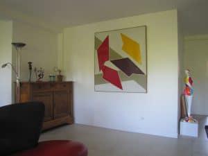 Salon avec oeuvres d'art