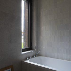 Salle de bains d'un chalet contemporain